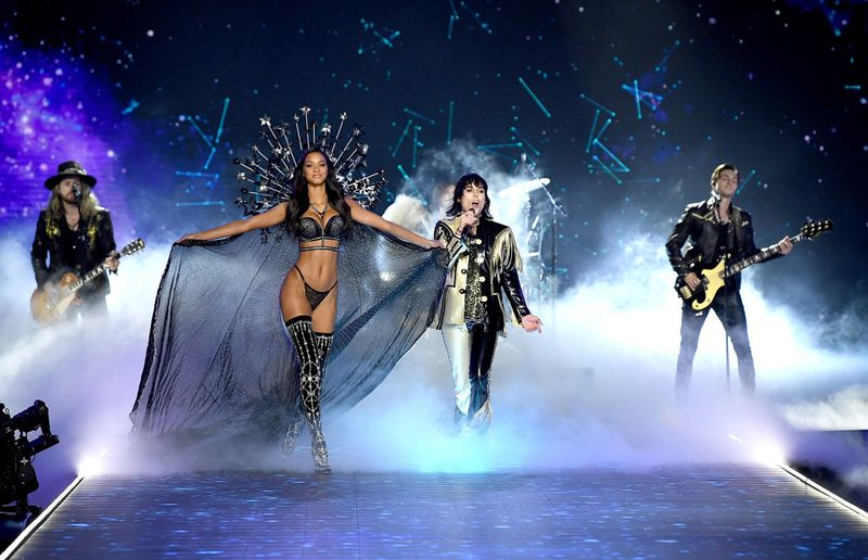 Skąpe stroje i idealne figury. Oto zdjęcia z najnowszego pokazu Victoria's Secret! - 2