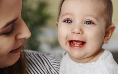 Jak pielęgnować zęby i dziąsła małego dziecka?