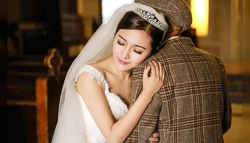 O tych zdjęciach mówi cały świat: 25-letnia Chinka stanęła na ślubnym kobiercu obok 87-letniego dziadka - 2