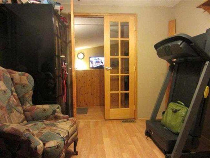 Pomiędzy drzwiami a fotelem...